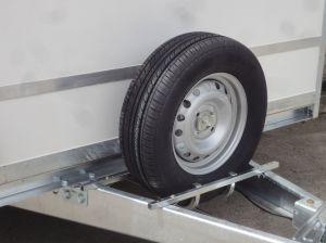 Reserverad mit Halter für Koffer