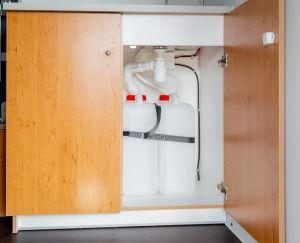 Wasserversorgung: Spülbecken, 1x20l. Frischwasser