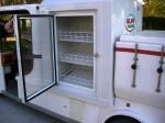 Elektroauto mit Kühlschrank für Kaltgetränke