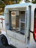 Elektroauto mit Kaffeeautomat für Heißgetränke
