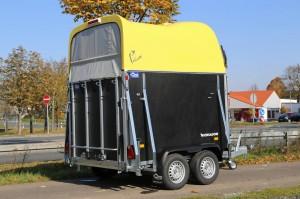 Pferdeanhänger AMIGO M mit gelber Polyhaube