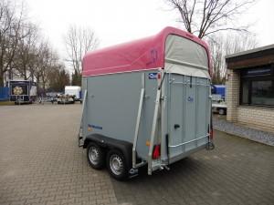 Pferdeanhänger DERBY L mit pinker Polyhaube und grauen Seitenwänden